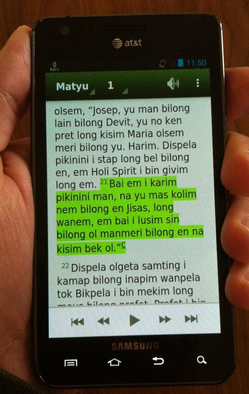 Tok Pisin app showing Matthew 1 on my phone
